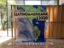 Mural de l'Agenda Llatinoamericana 2020 al vestíbul de l'Hospital Santa Caterina