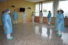 Intervenció grupal d'un dels Equip de Suport Emocional amb professionals a l'Hospital Santa Caterina