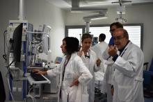 L'equip de professionals de la UCI de l'Hospital Santa Caterina ha impulsat iniciatives que innoven en la manera de treballar en l'atenció al malalt crític.